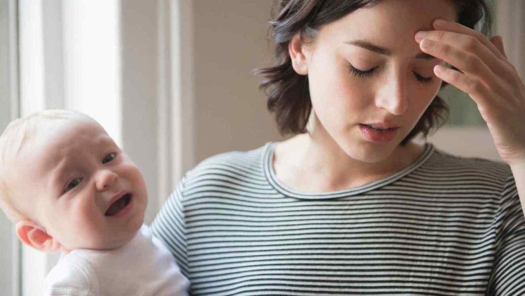 Майка и бебе в дистрес